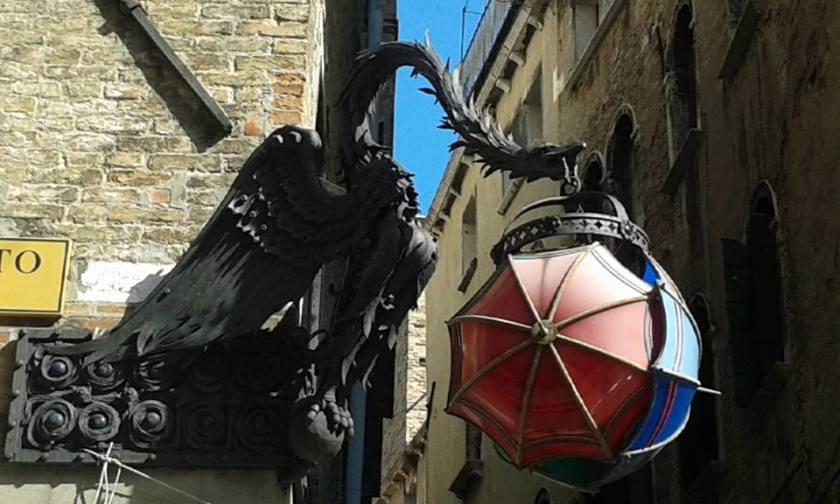 venice-dragon-lantern